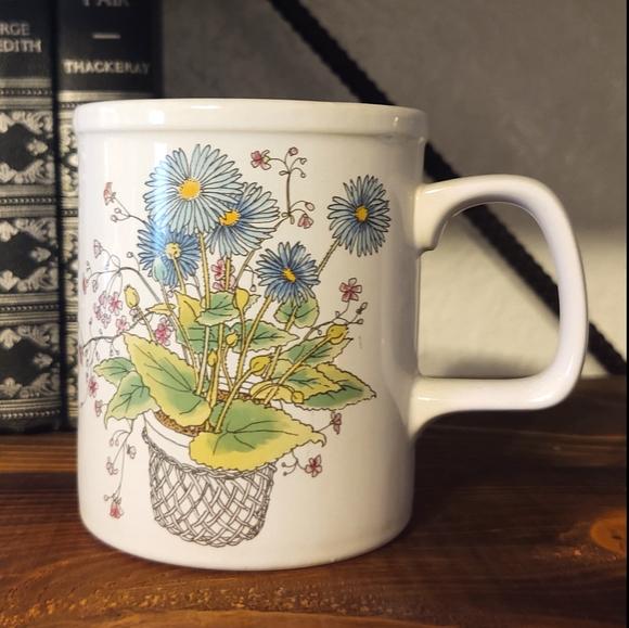 🏔️5/$25 Vintage Japan floral coffee tea mug.